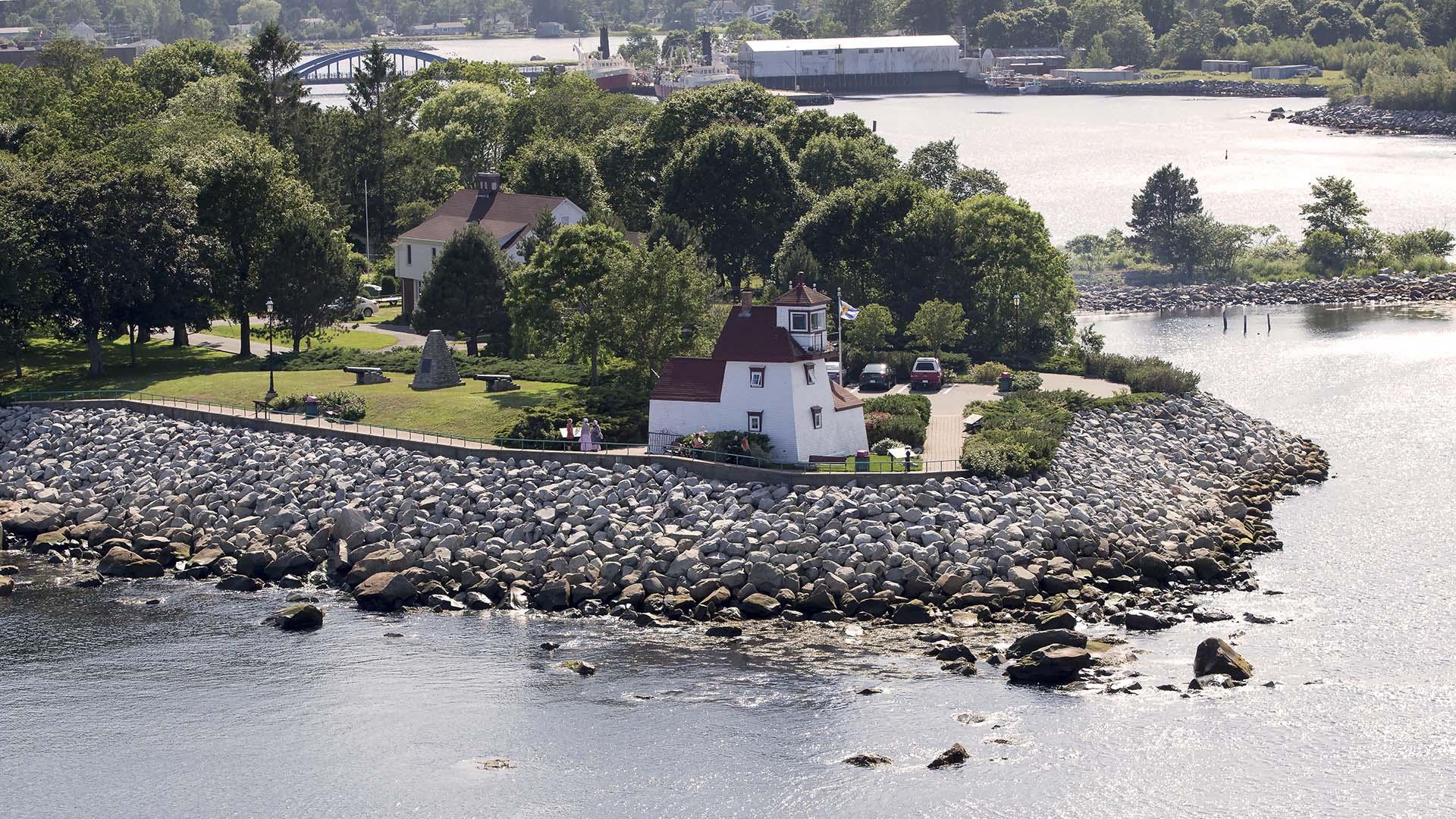 Fort Point Light housePark, Liverpool, Nova Scotia